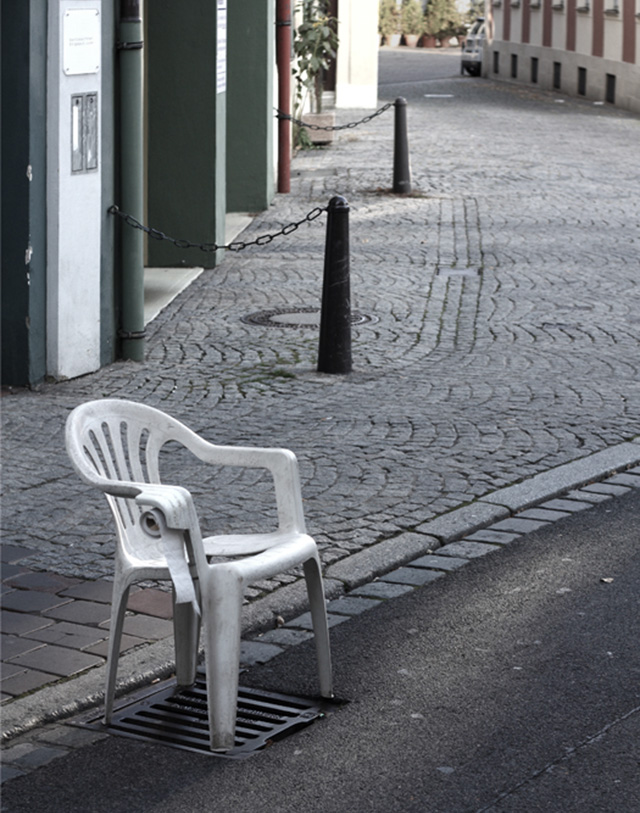 Monobloc chair urban toilet