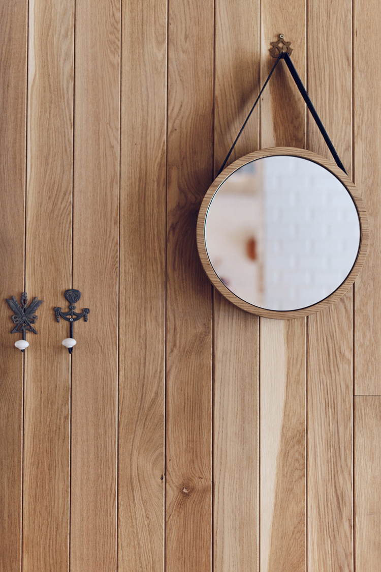 timber wall panelling, details, round mirror, wall hooks