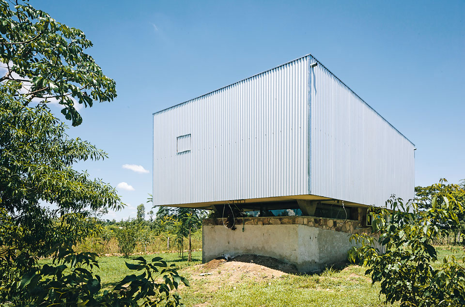 House in Paraguay by Javier Corvalan | Yellowtrace.